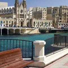 Отель Modern Seaview Apartment In a Prime Location Мальта, Слима - отзывы, цены и фото номеров - забронировать отель Modern Seaview Apartment In a Prime Location онлайн бассейн фото 2