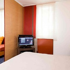 Hotel Novotel Suites Wien City Donau сейф в номере