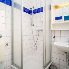 Отель Amstel House Hostel Германия, Берлин - 9 отзывов об отеле, цены и фото номеров - забронировать отель Amstel House Hostel онлайн ванная