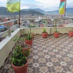 Отель Stupa View Inn Непал, Катманду - отзывы, цены и фото номеров - забронировать отель Stupa View Inn онлайн балкон