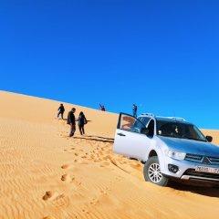 Отель Sahara Royal Camp Марокко, Мерзуга - отзывы, цены и фото номеров - забронировать отель Sahara Royal Camp онлайн парковка