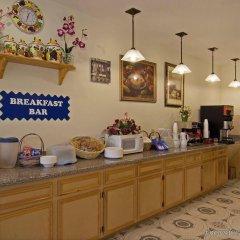 Отель Americas Best Value Inn & Suites-Bush Int'l Airport питание