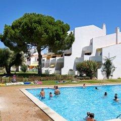 Отель Casal Das Alfarrobeiras Португалия, Виламура - отзывы, цены и фото номеров - забронировать отель Casal Das Alfarrobeiras онлайн бассейн