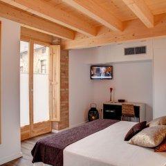 Отель La Freixera сейф в номере