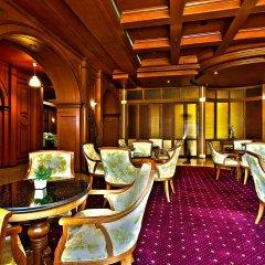 Отель The Signature at The Victory Residences Бангкок гостиничный бар
