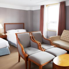Отель Mayfield Suites комната для гостей