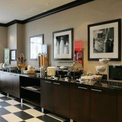 Отель Hampton Inn by Hilton Toronto Airport Corporate Centre Канада, Торонто - отзывы, цены и фото номеров - забронировать отель Hampton Inn by Hilton Toronto Airport Corporate Centre онлайн питание фото 2