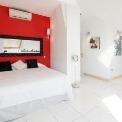 Отель Woo Travelling Plaza de Oriente Homtel сейф в номере