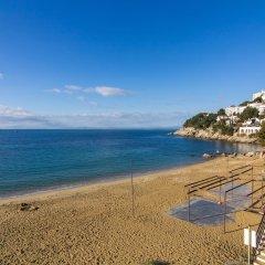 Отель Agi Marina Apartments Испания, Курорт Росес - отзывы, цены и фото номеров - забронировать отель Agi Marina Apartments онлайн пляж фото 2