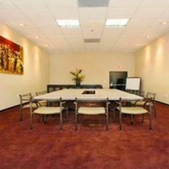 Ramada Plaza Hotel & Suites - West Hollywood развлечения