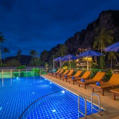 Отель Andaman Breeze Resort бассейн