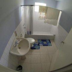 Отель Tina's Guest House Ямайка, Монастырь - отзывы, цены и фото номеров - забронировать отель Tina's Guest House онлайн ванная фото 2