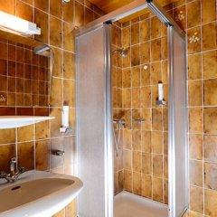 Отель Gasthof Neue Post Австрия, Хохгургль - отзывы, цены и фото номеров - забронировать отель Gasthof Neue Post онлайн ванная