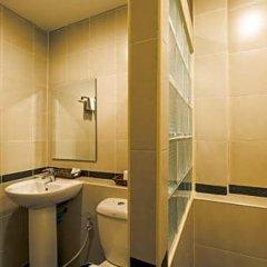 Отель Phuket Airport Guesthouse Таиланд, пляж Май Кхао - отзывы, цены и фото номеров - забронировать отель Phuket Airport Guesthouse онлайн ванная