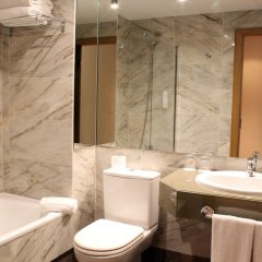 Отель Rafael Atocha Мадрид ванная фото 2
