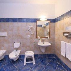 Отель VOI Arenella Resort Италия, Сиракуза - отзывы, цены и фото номеров - забронировать отель VOI Arenella Resort онлайн ванная