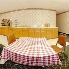 Отель Rodeway Inn North Колумбус питание