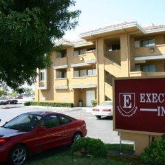 Executive Inn Hotel парковка