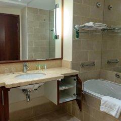 Отель Ramada Downtown Dubai ОАЭ, Дубай - 3 отзыва об отеле, цены и фото номеров - забронировать отель Ramada Downtown Dubai онлайн ванная фото 2