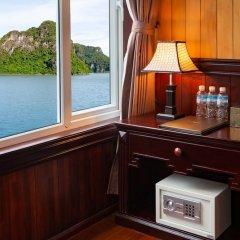 Отель Halong Lavender Cruises сейф в номере