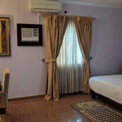 Отель Galpin Suites сейф в номере