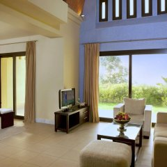 Отель The Cove Rotana Resort комната для гостей