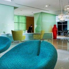 Отель Fraser Place Kuala Lumpur Малайзия, Куала-Лумпур - 2 отзыва об отеле, цены и фото номеров - забронировать отель Fraser Place Kuala Lumpur онлайн бассейн фото 3