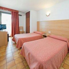 Отель Hostal Montaña Испания, Сан-Антони-де-Портмань - отзывы, цены и фото номеров - забронировать отель Hostal Montaña онлайн комната для гостей