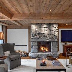 Отель The Alpina Gstaad Швейцария, Гштад - отзывы, цены и фото номеров - забронировать отель The Alpina Gstaad онлайн интерьер отеля фото 3