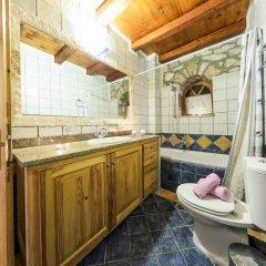 Отель Joanna's Stone Villas ванная фото 2