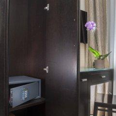 Yes Hotel сейф в номере