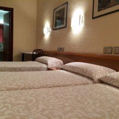 Aneto Hotel сейф в номере