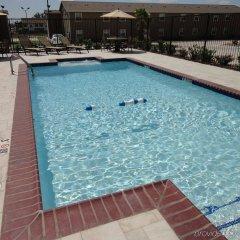 Отель Holiday Inn Express Kenedy Кенеди бассейн