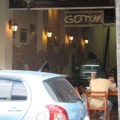 Отель Gotum Hostel & Restaurant Таиланд, Пхукет - отзывы, цены и фото номеров - забронировать отель Gotum Hostel & Restaurant онлайн парковка