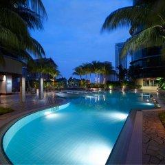 Отель Pullman Kuala Lumpur City Centre Hotel & Residences Малайзия, Куала-Лумпур - отзывы, цены и фото номеров - забронировать отель Pullman Kuala Lumpur City Centre Hotel & Residences онлайн бассейн