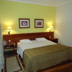 Hotel Camões Понта-Делгада сейф в номере