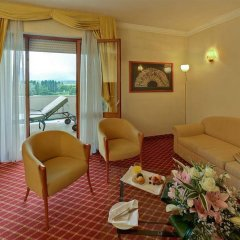 Отель Radisson Blu Resort, Terme di Galzignano Италия, Региональный парк Colli Euganei - 1 отзыв об отеле, цены и фото номеров - забронировать отель Radisson Blu Resort, Terme di Galzignano онлайн комната для гостей фото 4