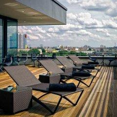 Отель Vienna House Andel´s Berlin Германия, Берлин - 8 отзывов об отеле, цены и фото номеров - забронировать отель Vienna House Andel´s Berlin онлайн бассейн