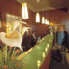 Отель Quality Suites Toronto Airport Канада, Торонто - отзывы, цены и фото номеров - забронировать отель Quality Suites Toronto Airport онлайн бассейн