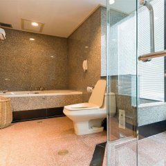 Montien Riverside Hotel ванная фото 2