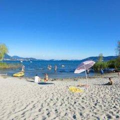 Отель Camping Villaggio Isolino Италия, Вербания - отзывы, цены и фото номеров - забронировать отель Camping Villaggio Isolino онлайн пляж фото 2
