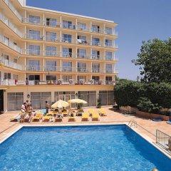 Hotel Roc Linda бассейн