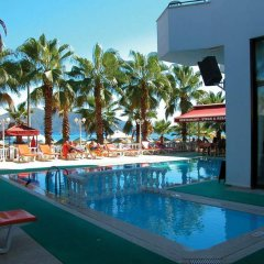 Отель Palm Beach бассейн