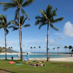 Ilikai Hotel & Luxury Suites пляж
