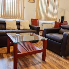 Отель Pirin Heights Holiday Apartments Болгария, Банско - отзывы, цены и фото номеров - забронировать отель Pirin Heights Holiday Apartments онлайн интерьер отеля