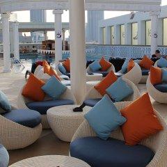 Отель Crowne Plaza Abu Dhabi бассейн фото 2