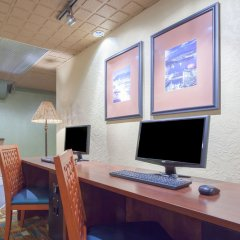 Отель Howard Johnson Hotel by Wyndham Vancouver Downtown Канада, Ванкувер - отзывы, цены и фото номеров - забронировать отель Howard Johnson Hotel by Wyndham Vancouver Downtown онлайн интерьер отеля фото 2
