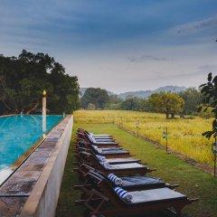 Отель Thilanka Resort and Spa бассейн