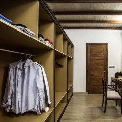 Отель Kihaad Maldives сейф в номере