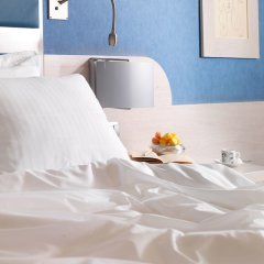 Отель Holiday Inn Athens Attica Av. Airport West в номере